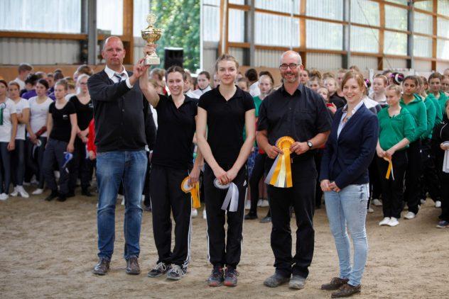 Die Kreismeisterin Einzelvoltigieren - Lea Grabitz mit Longenführer Stefan Lotzmann